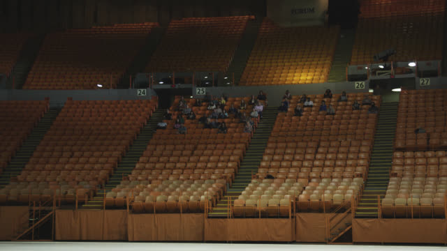 wide angle of stadium, auditorium, or concert venue. empty seats visible. the forum. people visible in seats.  people stand and clap. - bleachers stock videos & royalty-free footage