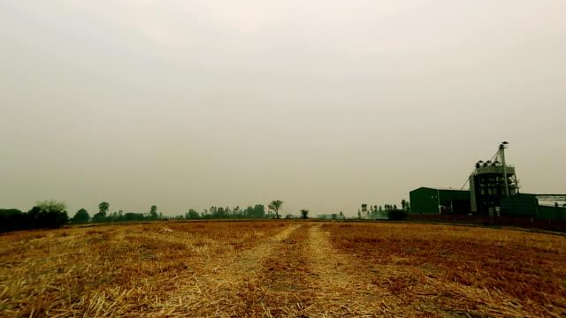vídeos y material grabado en eventos de stock de gran angular fábrica de molino de arroz, india - menos de diez segundos