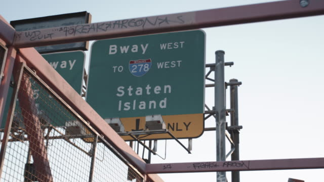 wide angle shot of a highway sign leading to staten island, new york city - staten island stock videos and b-roll footage