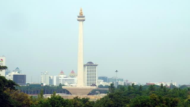 vídeos y material grabado en eventos de stock de wide angle shot the national monument in jakarta, indonesia - monumento nacional
