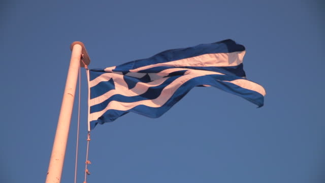 wide angle: the flag of greece in athens, greece - athens greece stock videos & royalty-free footage