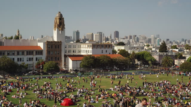 wide angle view of dolores park, san francisco - seeing paris: on the boulevards stock videos & royalty-free footage