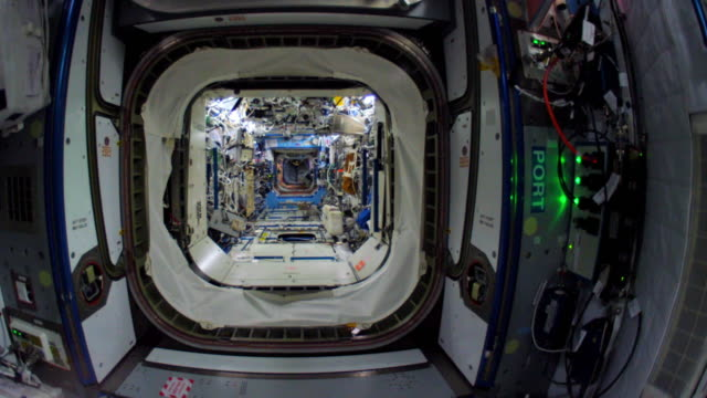 wide angle walkthrough of most parts of the spaceship which is the fruit of the international cooperation for space exploration. this video is part... - 宇宙航空機点の映像素材/bロール