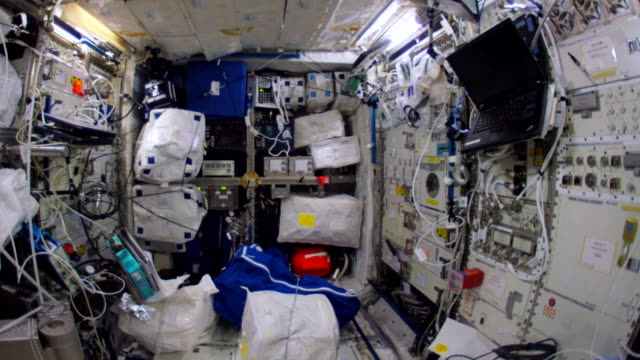 wide angle walkthrough of most parts of the spaceship which is the fruit of the international cooperation for space exploration this video is part of... - innerhalb stock-videos und b-roll-filmmaterial