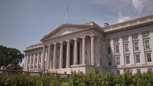 vídeos de stock, filmes e b-roll de wide, angled shot of the national archives in washington, dc, usa. - bbc archives