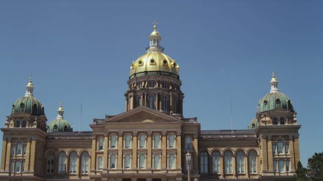 wide drive by state of iowa capitol building - dome stock videos & royalty-free footage