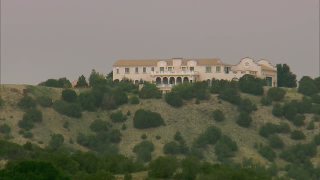 wide establishing shot of jeffrey epsteinõs zorro ranch in stanley, new mexico. - new mexico stock videos & royalty-free footage