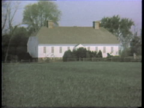 wide green pastures surround a large farmhouse and outbuildings. - prairie stock videos & royalty-free footage