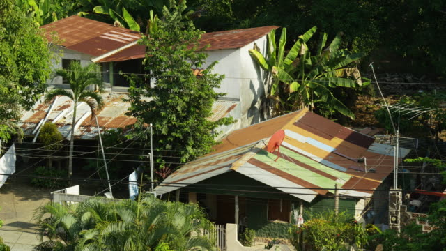 """""""wide high angle slow motion shot of houses in tropical neighborhood / esterillos, puntarenas, costa rica"""" - puntarenas stock-videos und b-roll-filmmaterial"""