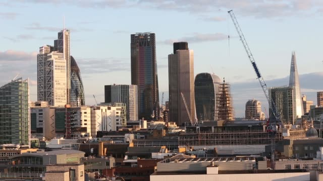 vídeos y material grabado en eventos de stock de wide high angle views skyscrapers including from left the heron tower 30 st mary axe also known as the gherkin the leadenhall building also known as... - walkie talkie
