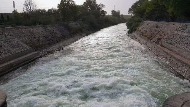 wide, irrigation canal near parichha, uttar pradesh, india - canal stock videos & royalty-free footage