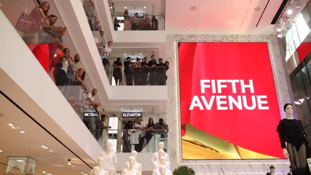 wide low angle shots of the interior of the worlds largest flagship hm store in new york city showing balconies of the three upper floors and... - 見渡す点の映像素材/bロール