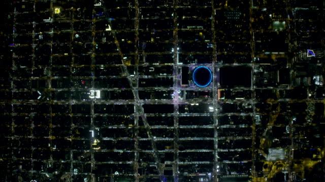 vídeos de stock e filmes b-roll de wide night aerial view of new york city and midtown manhattan - madison square garden