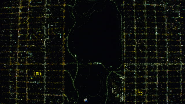 wide night aerial view of new york city, manhattan streets and central park - central park manhattan video stock e b–roll
