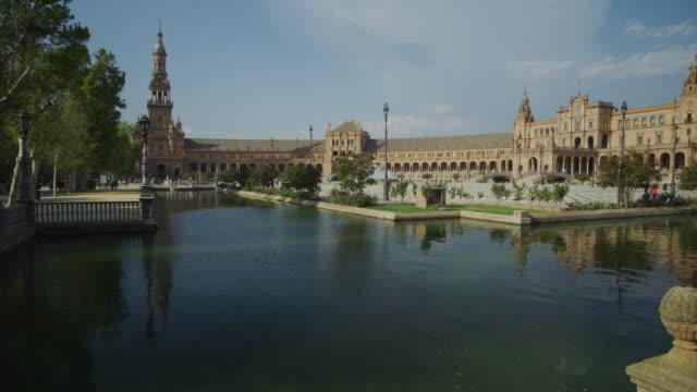 wide panning shot of moat at plaza de espana / seville, sevilla, spain - 堀点の映像素材/bロール