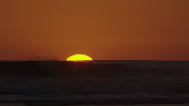 """Wide panning shot of sunset over ocean horizon / Esterillos, Punta Arenas, """