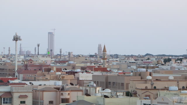 wide pan-right of jeddah skyline. - jiddah点の映像素材/bロール