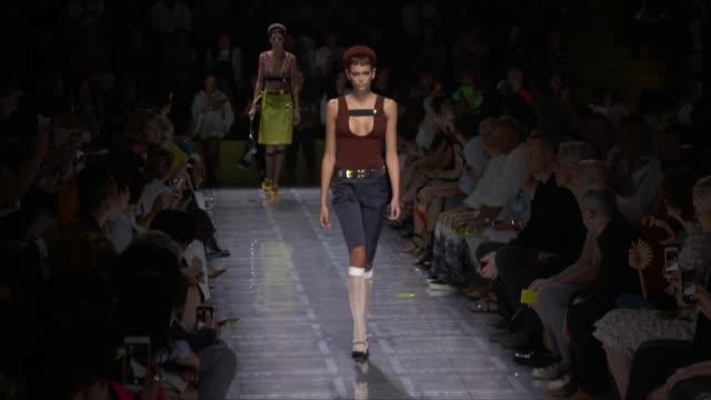wide runway shots highlights of looks with finale and designer - ramp stock videos & royalty-free footage