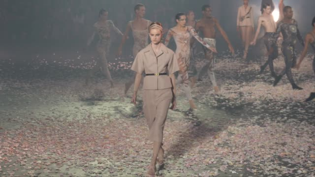 wide runway shots highlights of looks with finale and designer - catwalk stock videos & royalty-free footage