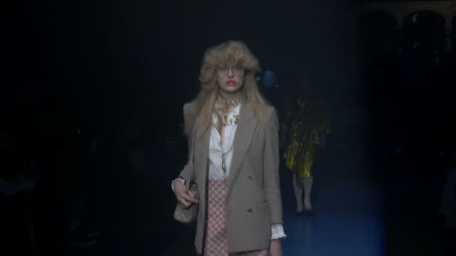 wide runway shots highlights of looks with finale and designer - completo video stock e b–roll