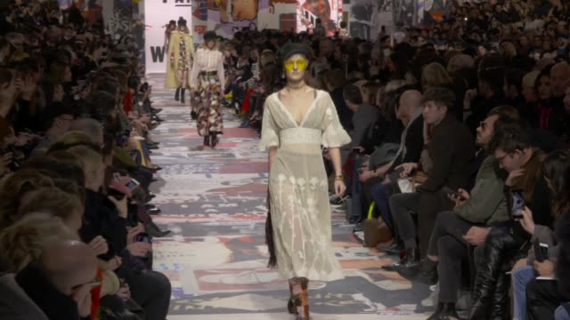 stockvideo's en b-roll-footage met wide runway shots - week