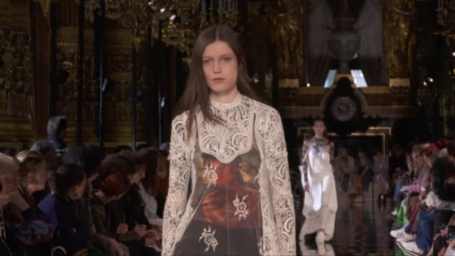 wide runway shots - stella mccartney marchio di design video stock e b–roll