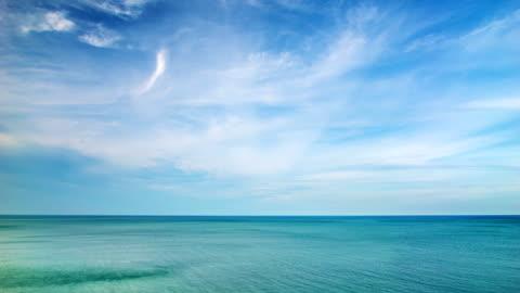 vídeos y material grabado en eventos de stock de gran mar y el cielo - transparent
