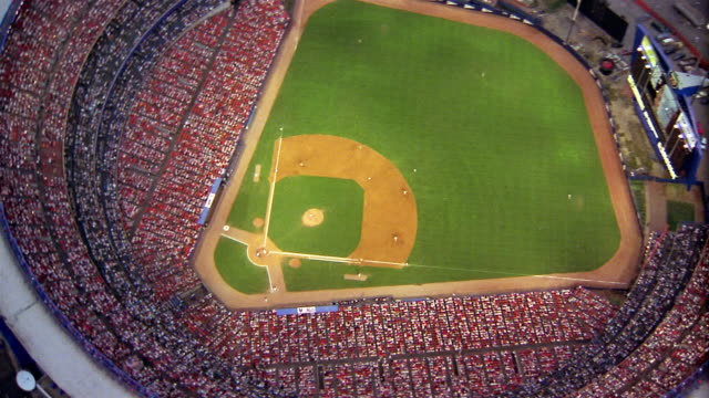vídeos de stock, filmes e b-roll de 1986 wide shot aerial circling shea stadium with game in progress / queens, new york - flushing meadows corona park