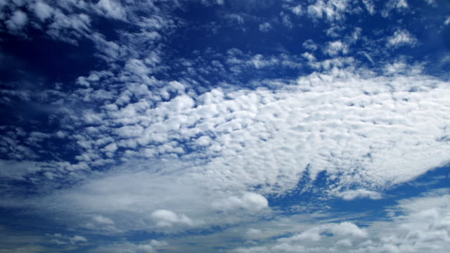 vidéos et rushes de wide shot altocumulus clouds moving across sky over pacific ocean / fiji - altocumulus
