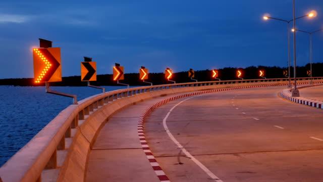 Breite Schuss: Pfeile auf LED Pfeil Verkehrszeichen mit Sonnenenergie bewegen.