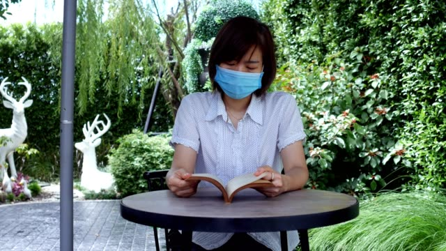 wide shot : asian women reading at park - short sleeved stock videos & royalty-free footage