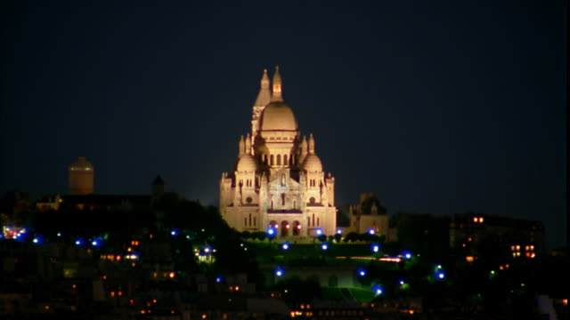 wide shot basilique du sacre coeur at night / paris, france - basilique du sacre coeur montmartre stock videos & royalty-free footage