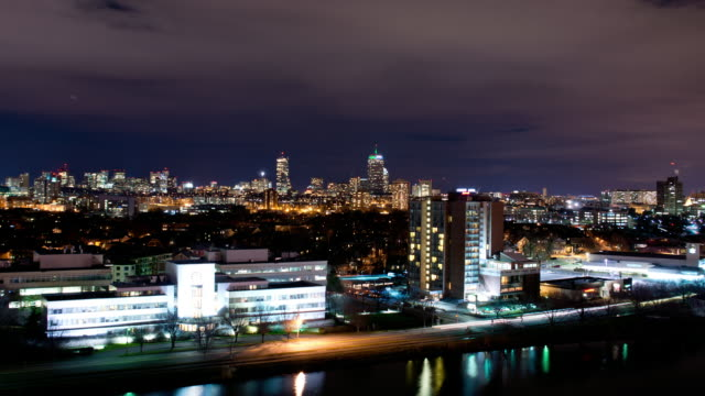 wide shot boston, cambridge, charles river, night to sunrise - 米マサチューセッツ州 ケンブリッジ点の映像素材/bロール