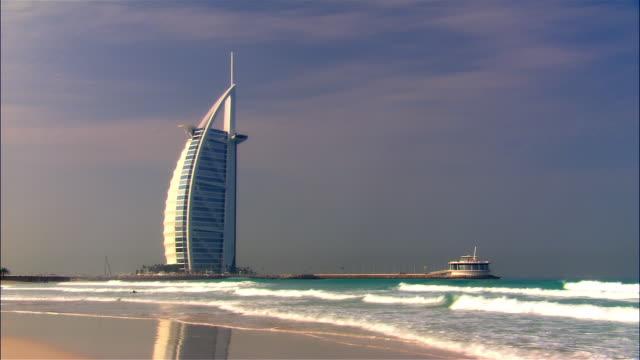 stockvideo's en b-roll-footage met wide shot burj al-arab hotel/ dubai - 2007