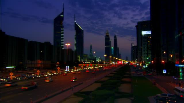 wide shot cars driving on crowded sheikh zayed road during evening traffic/ dubai, united arab emirates - okänt kön bildbanksvideor och videomaterial från bakom kulisserna