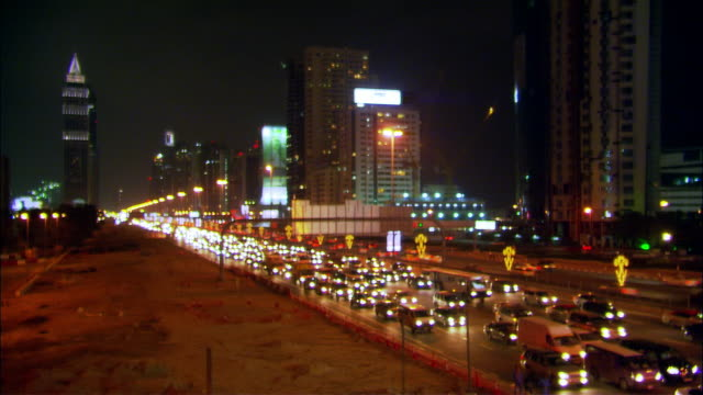 stockvideo's en b-roll-footage met wide shot cars driving on crowded sheikh zayed road during rush hour traffic/ dubai, united arab emirates - 2007