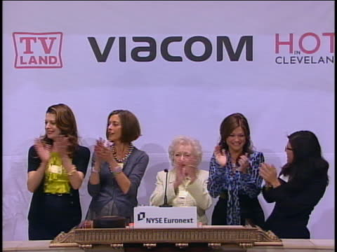 """wide shot cast of """"hot in cleveland"""" rings nyse opening bell valerie bertinelli, jane leeves, wendie malick, and betty white - wendie malick stock videos & royalty-free footage"""