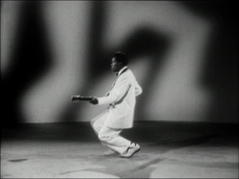1956 wide shot chuck berry doing the 'duck walk' while performing 'you can't catch me' w/applause / audio - klassischer rock and roll stock-videos und b-roll-filmmaterial