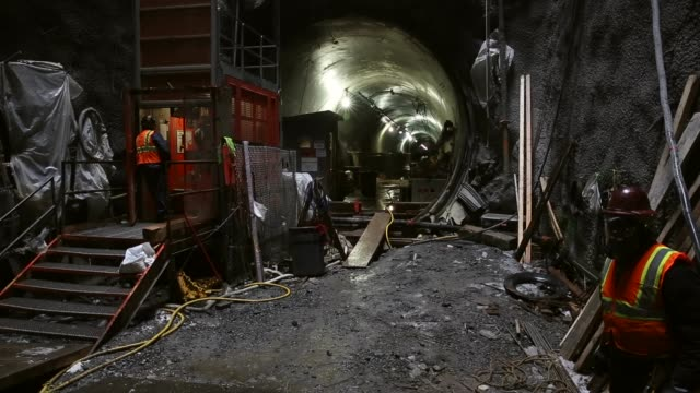 wide shot, construction workers continue to work on new york's 2nd avenue subway. the 2nd avenue subway was originally proposed in 1929 as part of a... - crane construction machinery stock videos & royalty-free footage