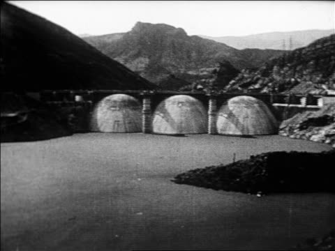 b/w 1926 wide shot pan coolidge dam on gila river with mountains in background / san carlos arizona / newsreel - 1926 stock videos & royalty-free footage
