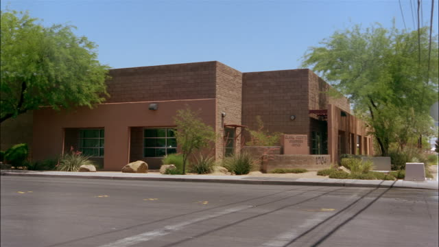 wide shot coroner's office/ las vegas, nevada - ziegel stock-videos und b-roll-filmmaterial