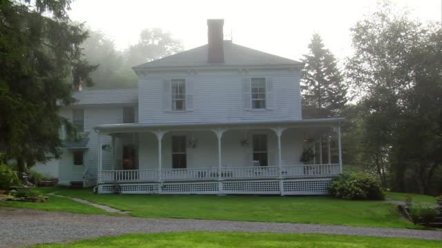 wide shot country house in fog/ roxbury, new york - establishing shot stock videos & royalty-free footage