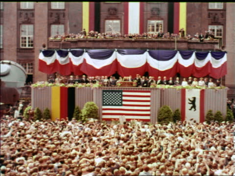 1963 wide shot crowd cheering for president john kennedy making speech / berlin / industrial - john f. kennedy politik stock-videos und b-roll-filmmaterial