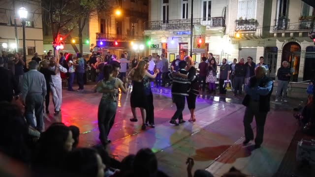 wide shot dancers perform a tango at plaza dorrego in san telmo on september 8 2013 in buenos aires argentina - san telmo stock videos & royalty-free footage