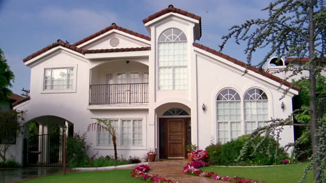 wide shot exterior of house / california - santa monica house stock videos & royalty-free footage