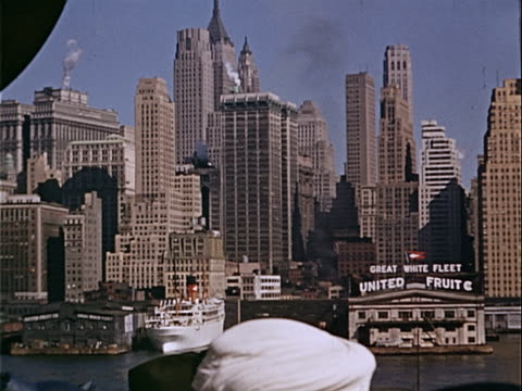 vidéos et rushes de 1939 wide shot ferry traveling on hudson river and passing sign for chiquita great white fleet, formerly united fruit company, along lower manhattan waterfront / manhattan, new york city, new york, usa  - banderole signalisation