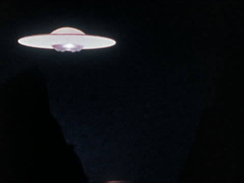 vídeos de stock, filmes e b-roll de 1978 wide shot flying saucer hovering over canyon at night - ufo