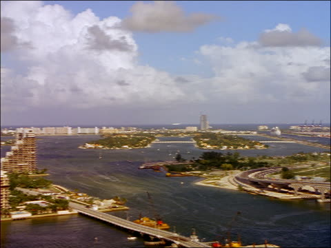wide shot pan from time lapse boats + ships in biscayne bay to miami beach buildings / clouds above / miami - biscayne bay stock-videos und b-roll-filmmaterial