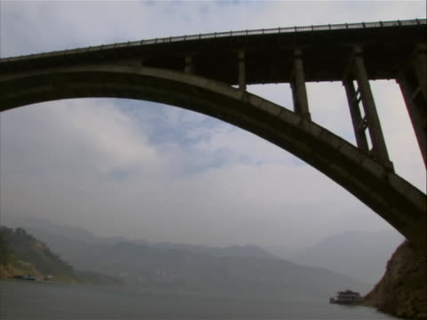 wide shot going under a bridge on the yangtze river in china. the yangtze, yangzi or cháng jiang is the longest river in asia, and the third longest... - china east asia stock videos & royalty-free footage