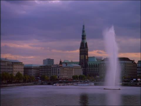 wide shot lake front of hamburg / rathaus in background - rathaus hamburg stock-videos und b-roll-filmmaterial